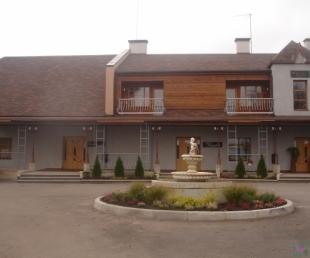 Raganu ligzda Restorāns Viesnīca