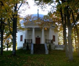 Varakļānu Sv. Viktora Romas katoļu baznīca un kapela.
