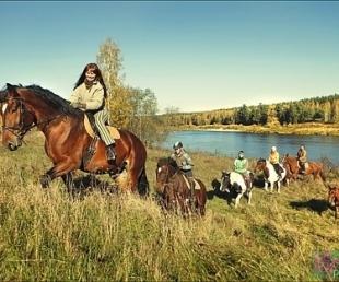 Aicina uz zirgu un dabas izrādi «Kumeļu rotaļas»(ARHĪVS)