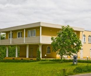 Ezermalas Viesu māja