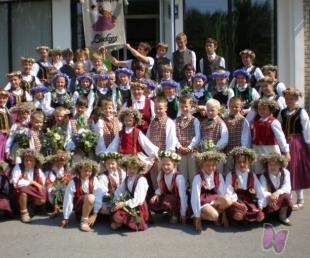 Ventspilī deju karuselī bērnu tautas deju kolektīvi(ARHĪVS)
