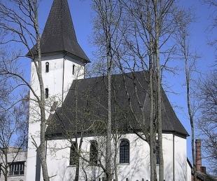 Priekules Luterāņu baznīca un skatu tornis