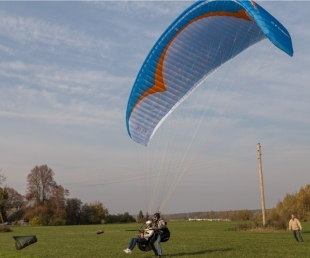 Flight with paraplan in tandem over Sabile