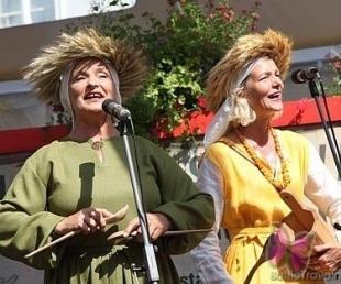 Gaidot Annu dienu, aicina uz vedību jeb kāzu skolu folkloras centrā Namīns(ARHĪVS)