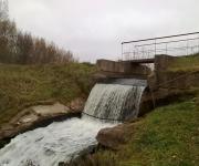 Ūdenskritums blakus Aizputes peldētavai