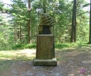 Piemiņas akmens Latvijas Valsts pirmajam prezidentam Jānim Čakstem.